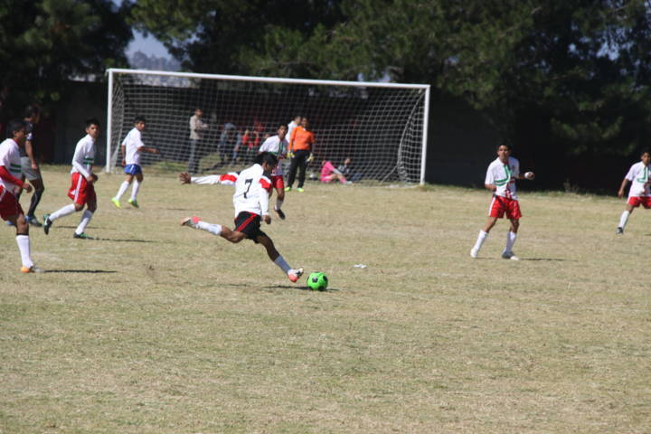 Más de 4 mil estudiantes participan en encuentros deportivos