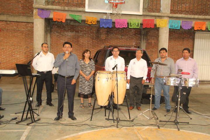 Ayuntamiento y SMDIF festejaron a los Maestros en su día