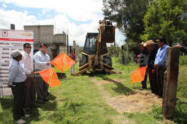 Alcalde inicia obra de servicio básico en la Priv. López Obrador de Teotlalpan