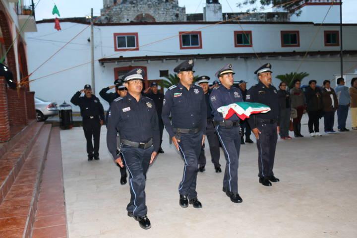 Texóloc realiza izamiento en conmemoración del Grito de Independencia