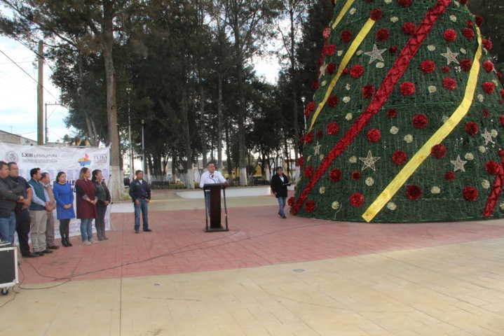 Alcalde y diputada con más de 3.2 mdp remodelan la plaza Las Américas
