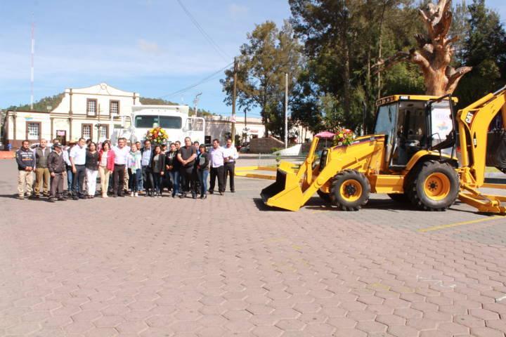 Adquiere ayuntamiento de Tetla maquinaria pesada para necesidades del municipio