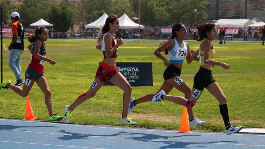 Clasifican Maya Rivera y Ezequiel Hernández en los 800  metros de Olimpiada Nacional