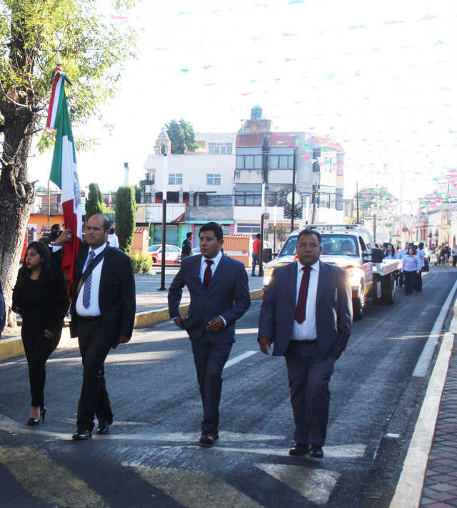 Realiza desfile y reporta Santa Cruz Tlaxcala saldo blanco en fiestas patrias