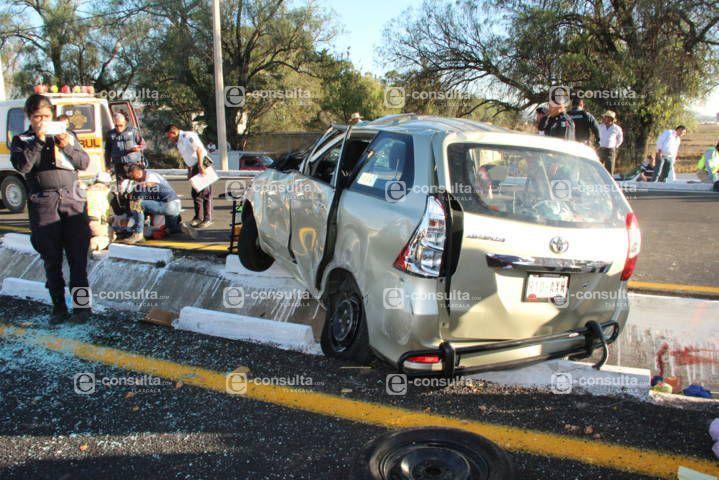 Volcadura deja 5 lesionados entre ellos una menor de edad en la autopista