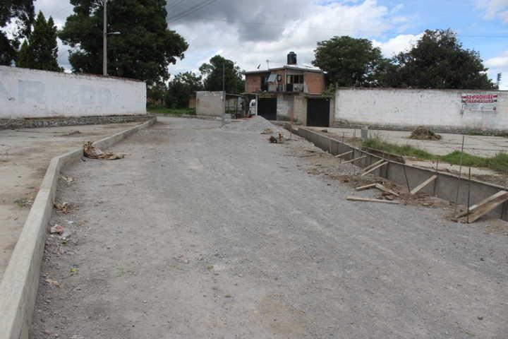 A 70 por ciento de avance para terminar la pavimentación de Calle Manuel Ávila Camacho