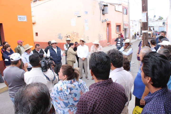 "Rehabilitan integralmente calle principal de ""El Calvario""  en Calpulalpan"