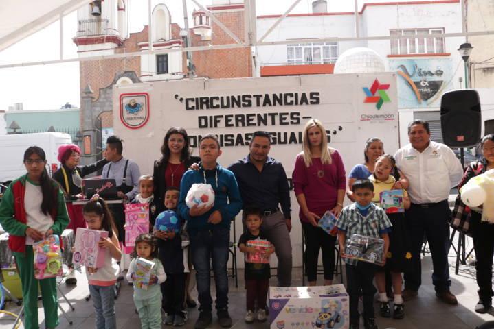 El Ayuntamiento de Chiautempan entrego juguetes a niños con discapacidad