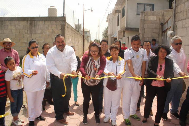 Vecinos de la Corregidora ahora si tienen una privada adoquinada: alcalde