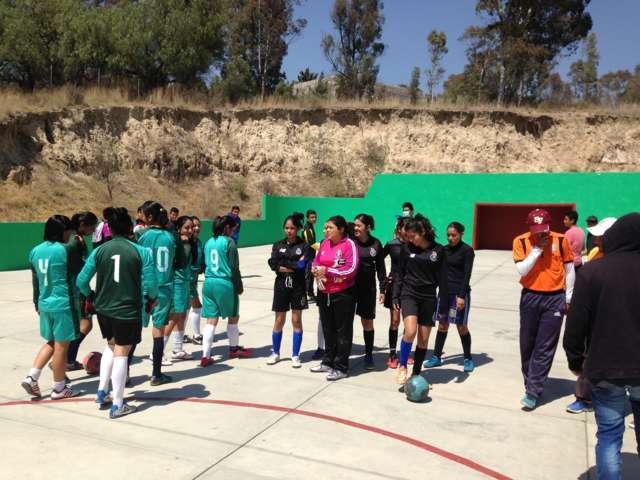 En Ixtacuixtla se fomenta el deporte con torneo de futbol en ambas categorías