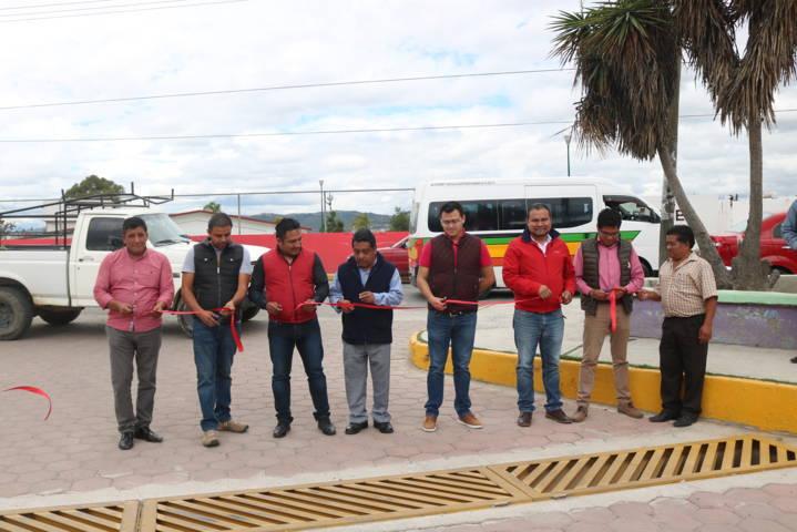 Ayuntamiento De Chiautempan hace entregas de obras en Ixcotla