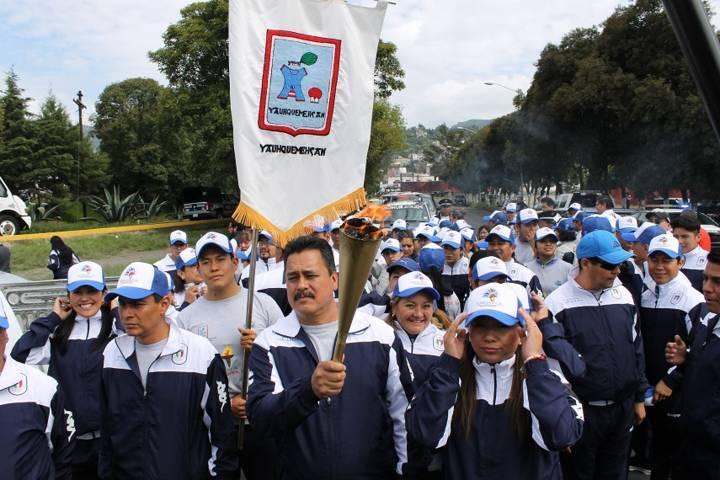 Alcalde recibe el Fuego Simbólico de manos del Gobernador Marco Mena