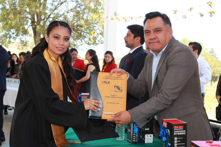 Asiste presidente de Tetla a clausura de eventos de fin de curso escolar