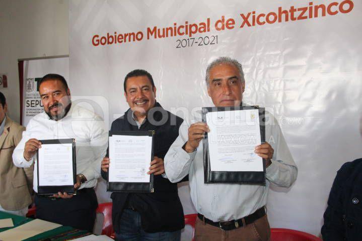Una persona con un oficio contribuye al bienestar de su familia: alcalde