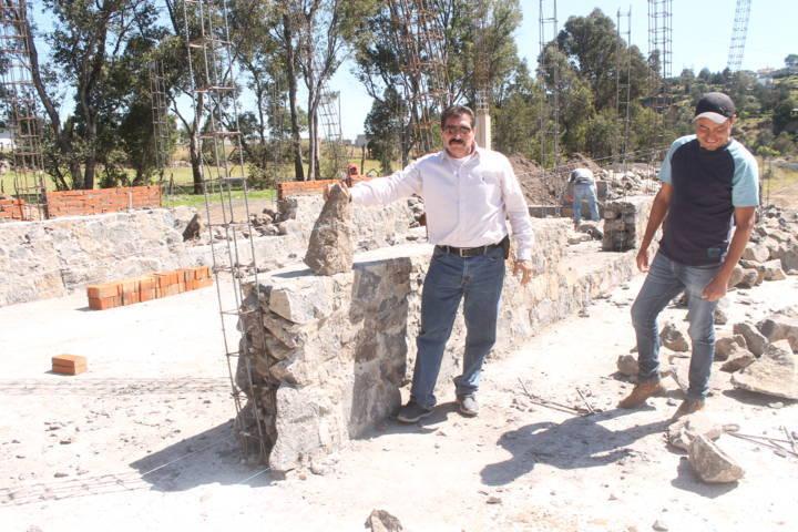 Sánchez Amador supervisa trabajos en la casa de la cultura