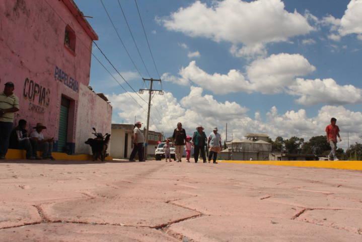 Una calle pavimentada mejora la calidad de vida de los beneficiarios: alcalde