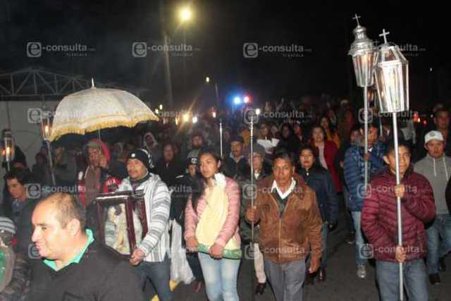 Alcalde de Xiloxoxtla se suma a las tradiciones de la posada navideña
