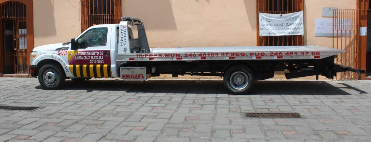 Municipio de Santa Cruz Tlaxcala adquiere grúa para carga y arrastre de vehículos