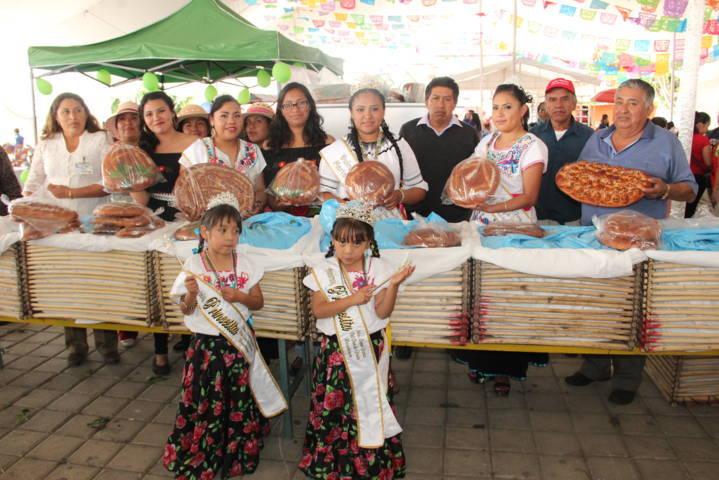 Todo un éxito la 2da Expo Feria del Pan de Fiesta de Huactzinco