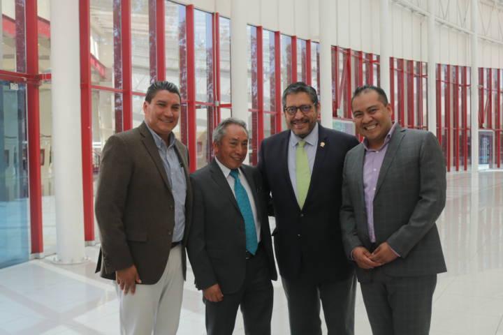 Hector Dominguez Rugerio firma convenio de colaboración con la UATx