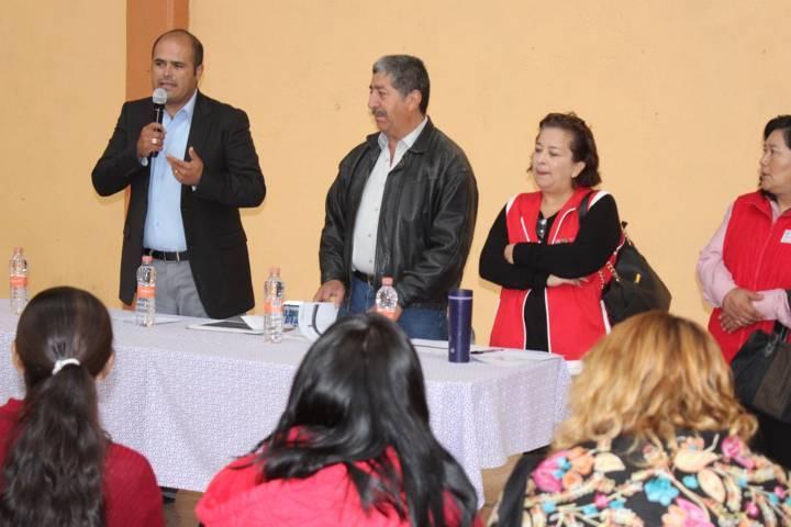 Sanabria Chávez entrega apoyos del Programa de Pisos y Techos