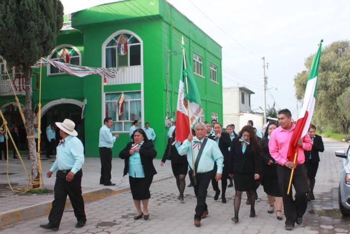 Desampedro López encabezo tradicional desfile del 16 de septiembre