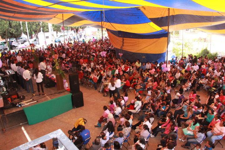 En Xaloztoc se festejan a las madres en su día