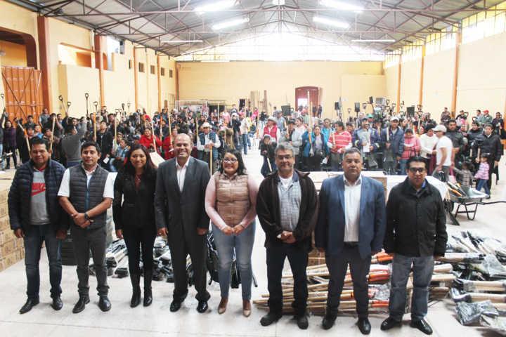 Entrega de paquete de herramientas para el sector agrícola en Santa Cruz Tlaxcala