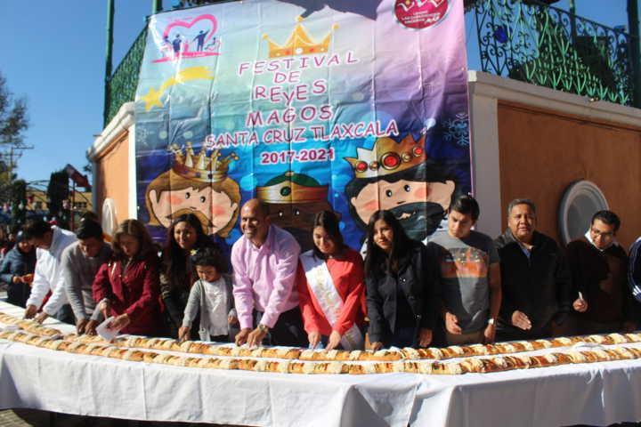 SM DIF Santa Cruz Tlaxcala realizó corte de rosca de reyes