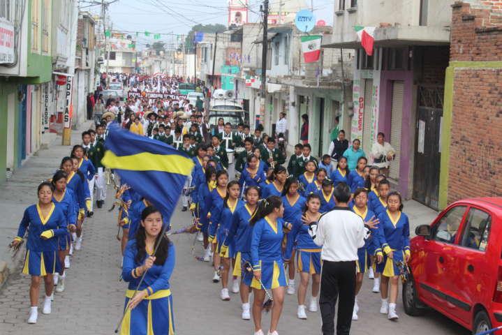 Celis Galicia encabezó desfile conmemorativo del 20 de noviembre