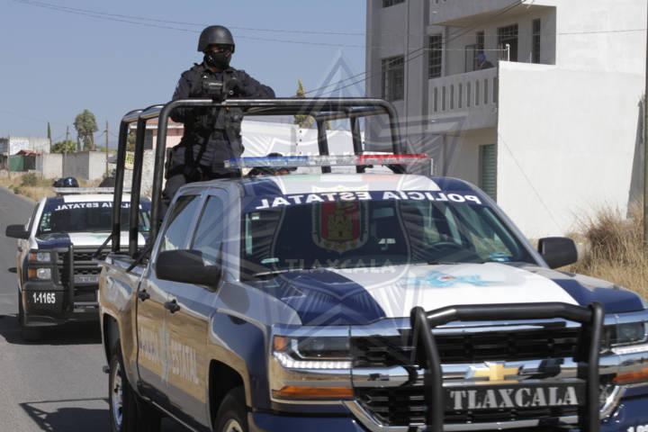 Aseguran dos personas por robo de vehículos y autopartes en Tzompantepec