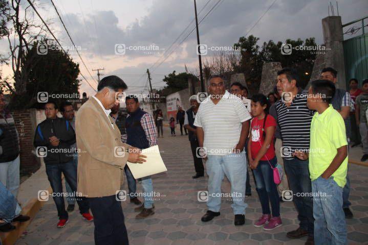 Alcalde acerca servicios básicos, además adoquina la calle Pedro Berruecos