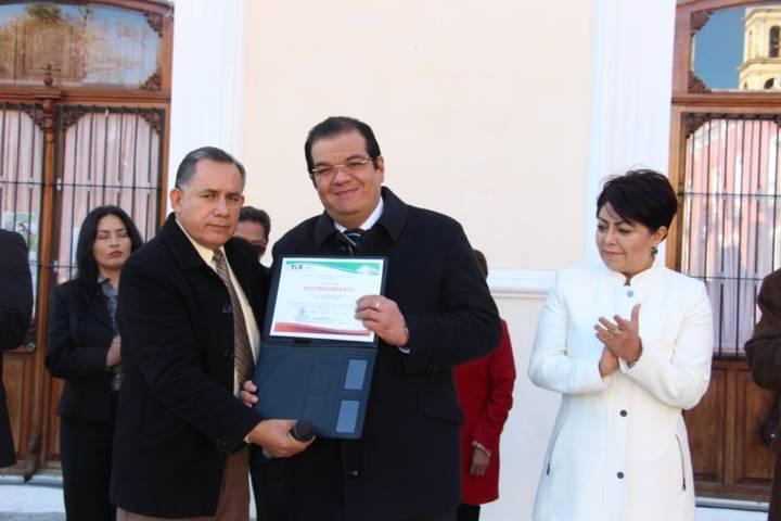 Reconocen trabajo del alcalde a favor de la educación huamantleca