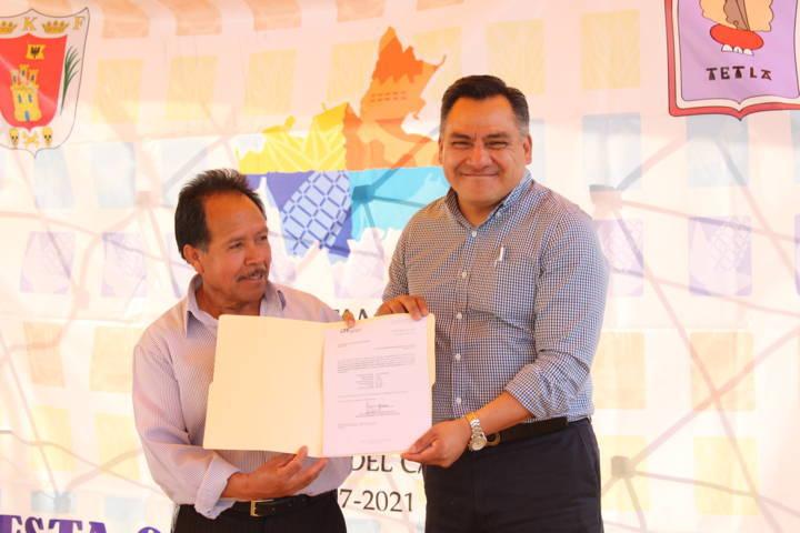 Entrega presidente de Tetla obra pública en el municipio