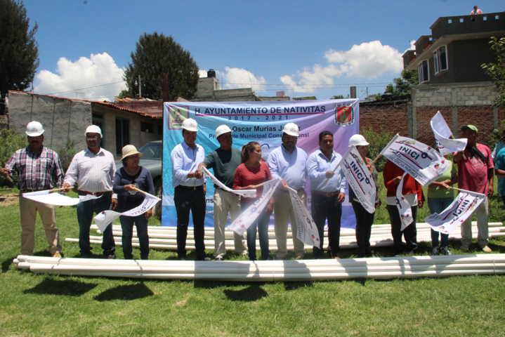Alcalde pone en marcha 2 obras de servicios básicos en Xiloxochitla