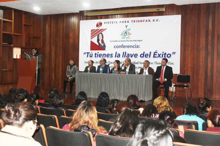 Imparten en Santa Cruz Tlaxcala conferencia Tú Tienes La Llave Del Éxito
