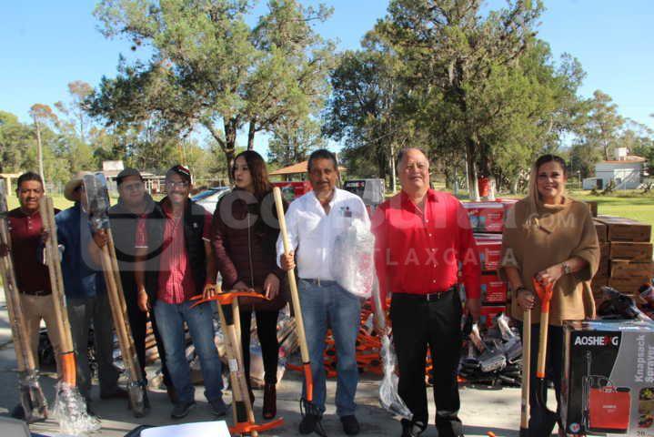 Alcalde entrega herramientas a 50 campesinos con subsidio de 9 mil pesos
