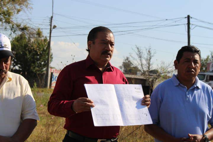 Alcalde Francisco Román entrega luminarias en la colonia Domingo Arenas