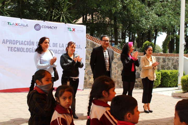 Trailer de ciencia, tecnología e inovación de la Conacyt llegó a Tetla