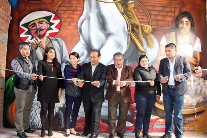 Presentan libro y pintan mural en honor a Domingo Arenas Pérez