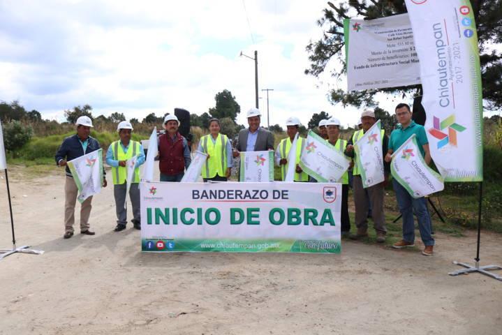 Héctor Domínguez Rugerio da banderazo de inicio para la construcción de adocreto Tepatlaxco