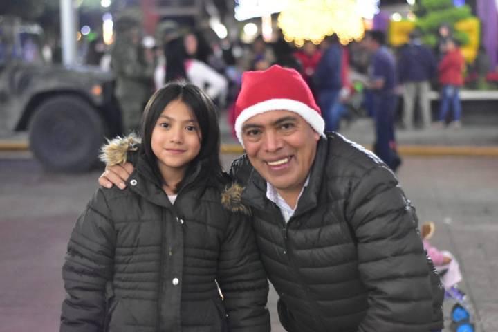 Orea Albarrán realizo el encendido del Monumental Árbol de Navidad