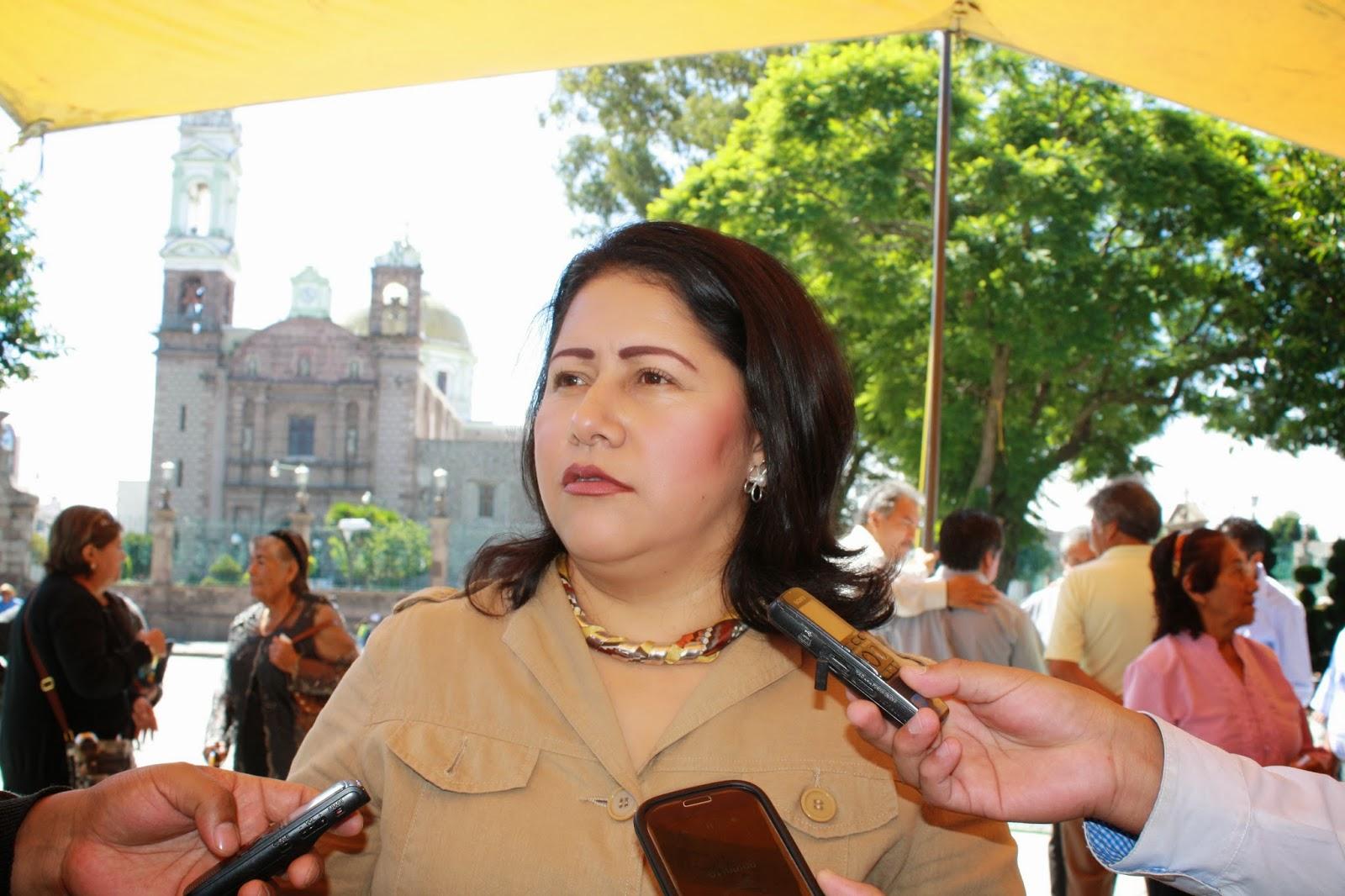 Blanca Águila no tiene llenadera, cobraba hasta 4 salarios