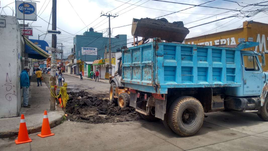 Rehabilitan vialidad principal en Calpulalpan
