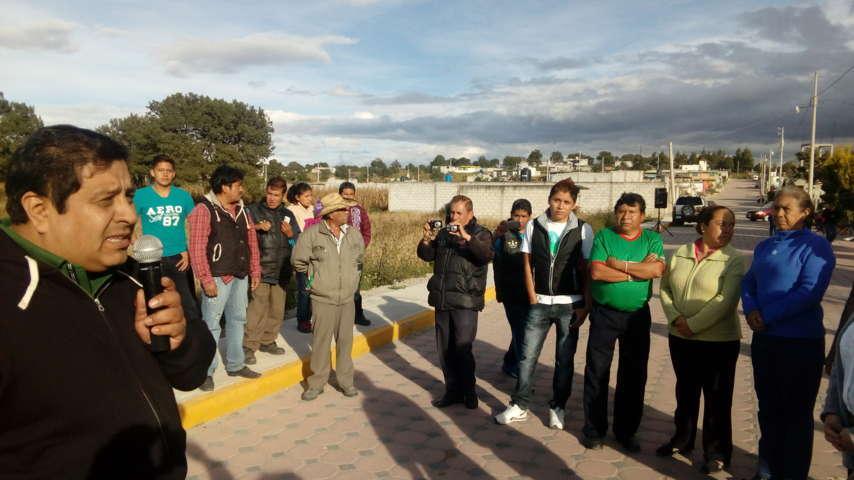 Inauguran obras viales en Tzompantepec