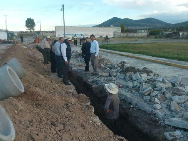 Comunidades de Calpulalpan cuentan ahora con más redes de agua potable y drenaje sanitario