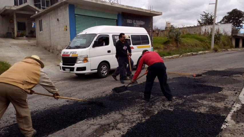 Aplican programa integral de bacheo en Tzompantepec