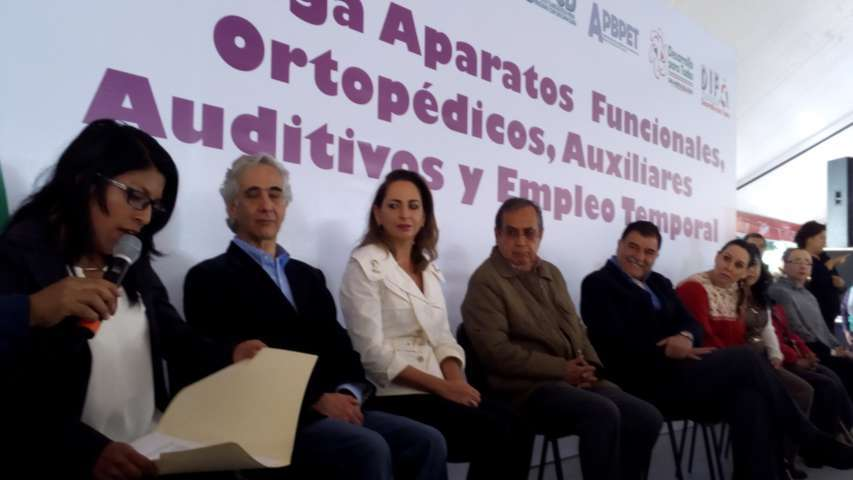 En Tzompantepec el sector con capacidades diferentes recibió apoyos especiales