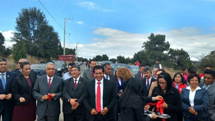 Rector y alcalde entregan edificios de la UAT