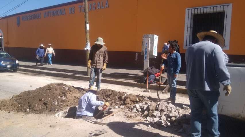 Corrige CAPAM Calpulalpan hundimiento de drenaje en céntrica calle